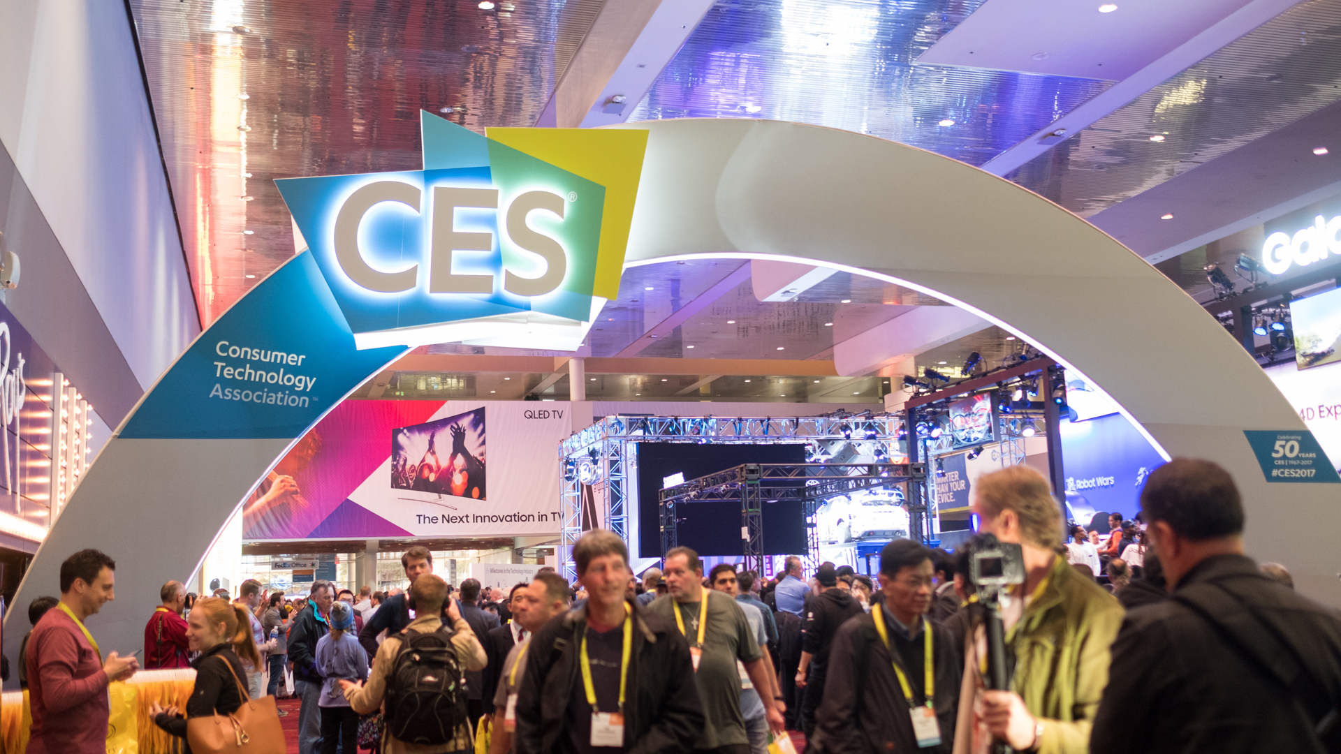 YouTubers Sara Dietschy And Wil Dasovich Go To CES